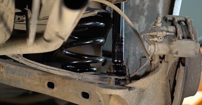 Stoßdämpfer beim MERCEDES-BENZ VITO 112 CDI 2.2 (638.194) 2003 selber erneuern - DIY-Manual