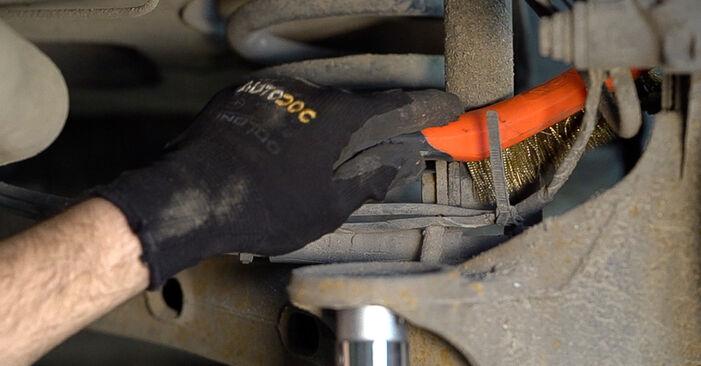 Wie schwer ist es, selbst zu reparieren: Stoßdämpfer Mercedes W638 Bus 113 2.0 (638.114, 638.194) 2002 Tausch - Downloaden Sie sich illustrierte Anleitungen