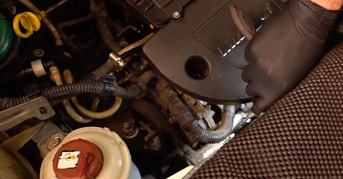 Ölfilter beim FIAT DOBLO 1.3 JTD 16V Multijet 2007 selber erneuern - DIY-Manual