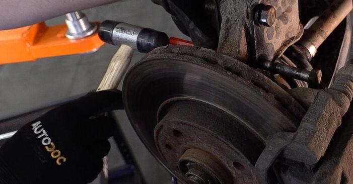 Tausch Tutorial Stoßdämpfer am FIAT Doblo Cargo (223_) 2012 wechselt - Tipps und Tricks