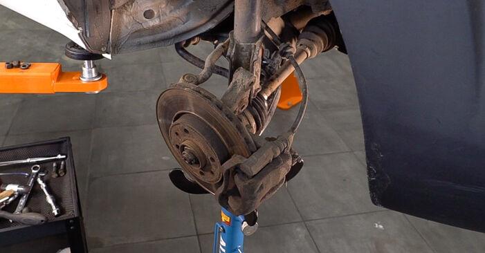 Schritt-für-Schritt-Anleitung zum selbstständigen Wechsel von Fiat Doblo Cargo 2013 1.3 JTD 16V Stoßdämpfer
