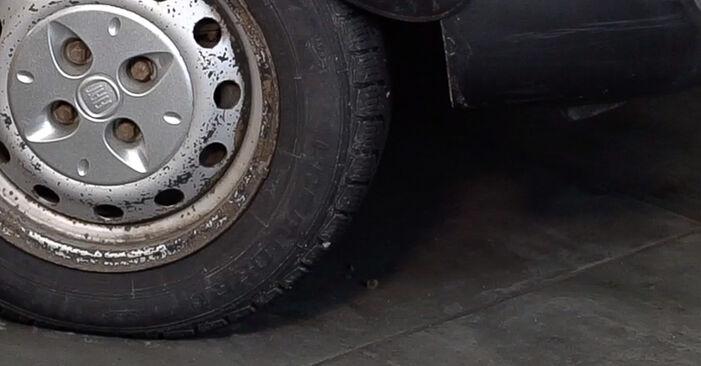 Stoßdämpfer Ihres Fiat Doblo Cargo 1.6 16V 2008 selbst Wechsel - Gratis Tutorial