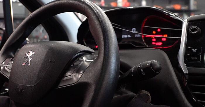 Scheibenwischer beim PEUGEOT 208 1.6 GTi 2019 selber erneuern - DIY-Manual