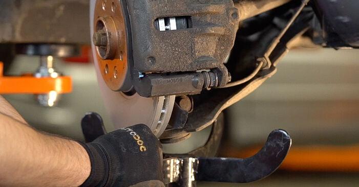 Wie schwer ist es, selbst zu reparieren: Stoßdämpfer Renault Scenic 2 1.9 dCi 2009 Tausch - Downloaden Sie sich illustrierte Anleitungen