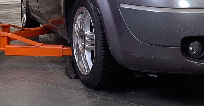 Hvordan skifte Stabilisatorstag på Renault Scenic 2 2003 – gratis PDF- og videoveiledninger