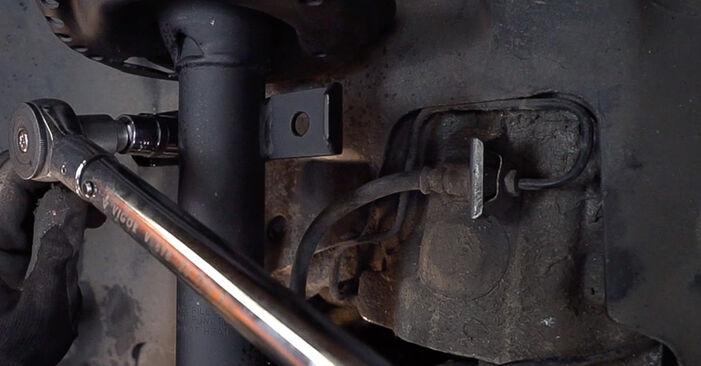Bytte Stabilisatorstag på Renault Scenic 2 2005 1.9 dCi alene