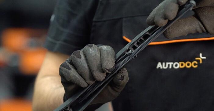 Как да сменим FIAT BRAVO II (198) 1.9 D Multijet 2007 Перо на чистачка - стъпка по стъпка инструкции и видео ръководства