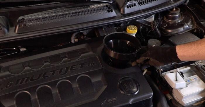Tausch Tutorial Ölfilter am FIAT BRAVO II (198) 2018 wechselt - Tipps und Tricks