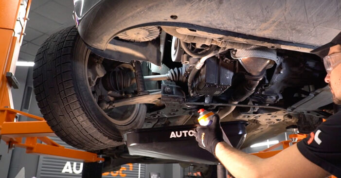 Ölfilter beim FIAT BRAVA 1.6 D Multijet 2013 selber erneuern - DIY-Manual