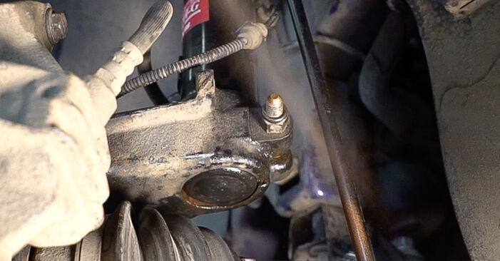 Austauschen Anleitung Stoßdämpfer am Peugeot 208 1 2012 1.4 HDi selbst