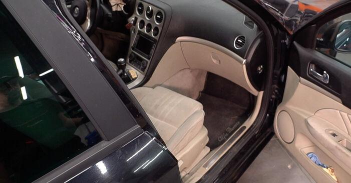 Jak vyměnit Kabinovy filtr na Alfa Romeo 159 Sportwagon 2006 - bezplatné PDF a video návody