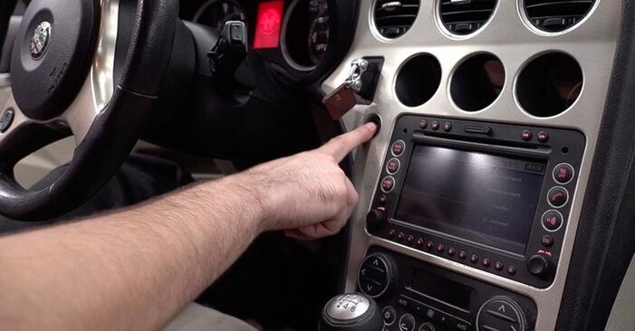 Svépomocná výměna Kabinovy filtr na autě Alfa Romeo 159 Sportwagon 2009 1.9 JTDM 16V