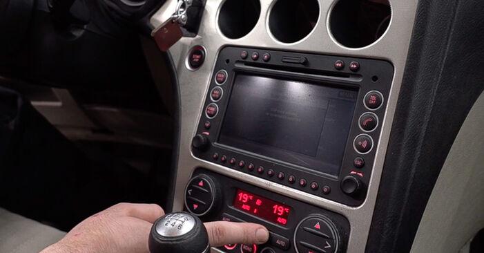 159 Sportwagon (939) 2.4 JTDM (939.BXM1B) 2010 Kabinovy filtr svépomocná výměna díky návodu z naší dílny