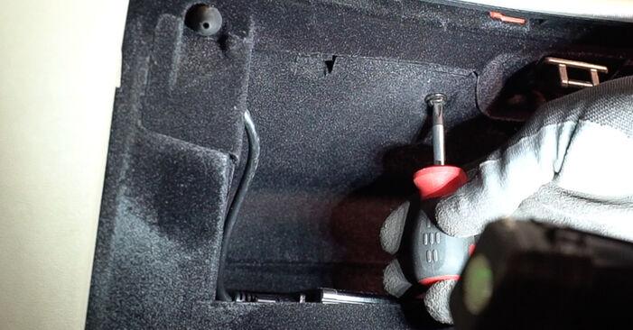 Alfa Romeo 159 Sportwagon 2.4 JTDM 2008 Kabinovy filtr výměna: bezplatné návody z naší dílny