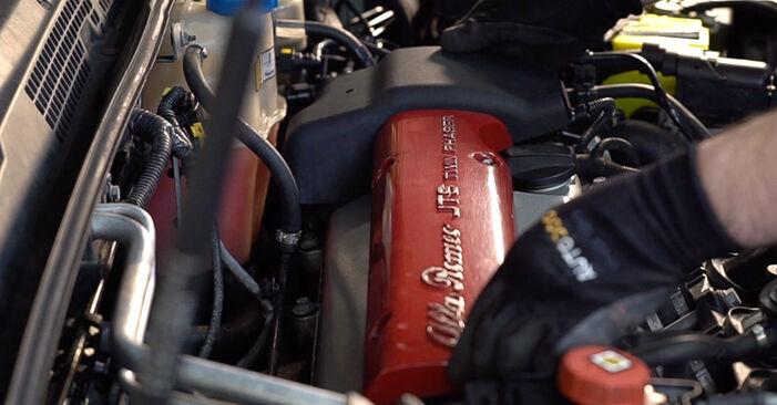 Wie Zündkerzen Alfa Romeo 159 Sportwagon 1.9 JTDM 16V 2006 tauschen - Kostenlose PDF- und Videoanleitungen