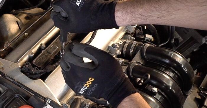 Zündkerzen am ALFA ROMEO 159 Sportwagon (939) 2.4 JTDM Q4 2011 wechseln – Laden Sie sich PDF-Handbücher und Videoanleitungen herunter