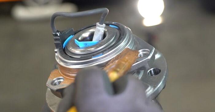 Radlager beim OPEL ASTRA 1.7 CDTi (L69) 2014 selber erneuern - DIY-Manual