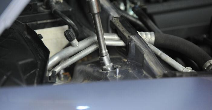 Stoßdämpfer beim AUDI A4 2.0 TDI 2006 selber erneuern - DIY-Manual