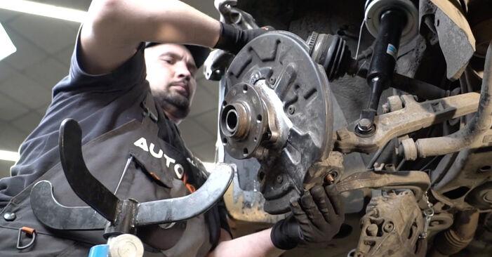 Wie schwer ist es, selbst zu reparieren: Radlager Audi A4 B7 Limousine 2.0 TFSI 2005 Tausch - Downloaden Sie sich illustrierte Anleitungen