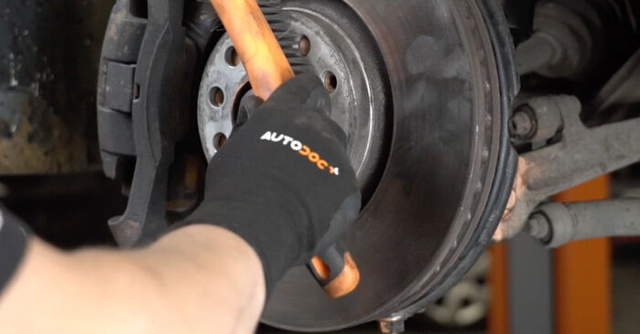 Radlager beim AUDI A4 1.6 2006 selber erneuern - DIY-Manual