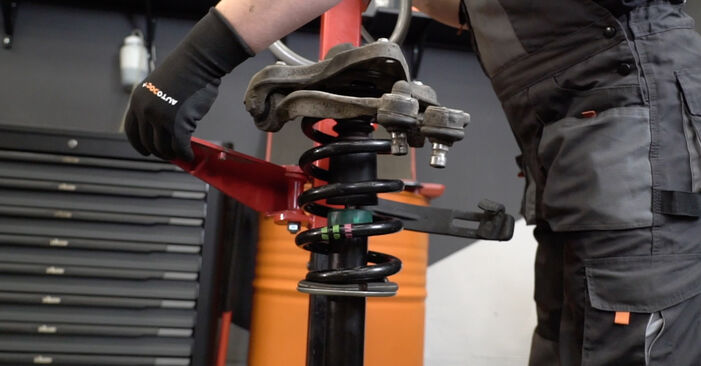 AUDI A4 3.0 TDI quattro Spyruoklės keitimas: internetiniai gidai ir vaizdo pamokos