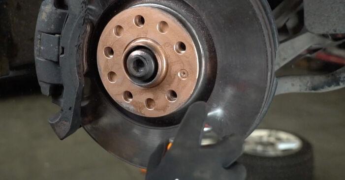 Stoßdämpfer beim AUDI A4 1.6 2006 selber erneuern - DIY-Manual