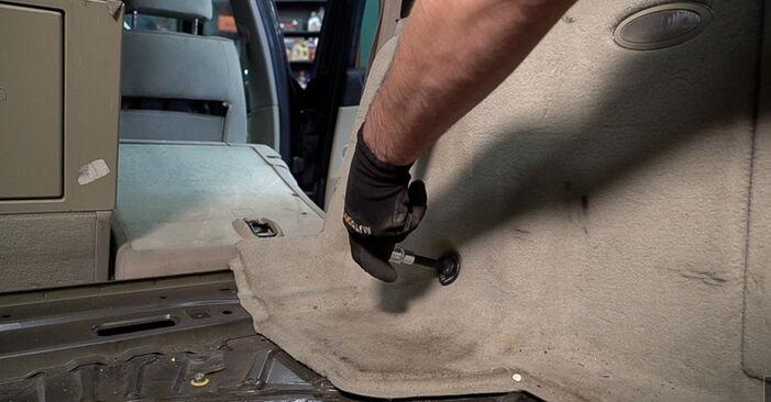 ALFA ROMEO 159 1.9 JTDM 16V Stoßdämpfer ausbauen: Anweisungen und Video-Tutorials online