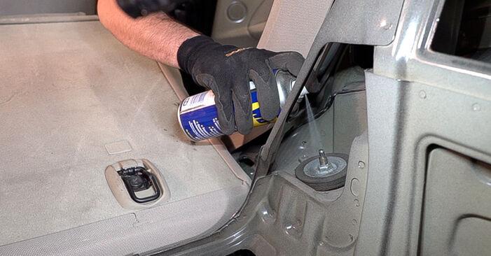 Stoßdämpfer am ALFA ROMEO 159 Sportwagon (939) 2.4 JTDM Q4 2011 wechseln – Laden Sie sich PDF-Handbücher und Videoanleitungen herunter