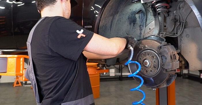 Wie schwer ist es, selbst zu reparieren: Koppelstange Alfa Romeo 159 Sportwagon 1.8 TBi 2012 Tausch - Downloaden Sie sich illustrierte Anleitungen