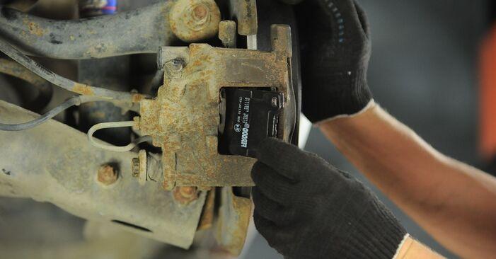 Bremsscheiben beim PEUGEOT 406 2.0 16V 2002 selber erneuern - DIY-Manual