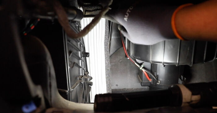 Austauschen Anleitung Innenraumfilter am Opel Astra H Limousine 2009 1.6 (L69) selbst