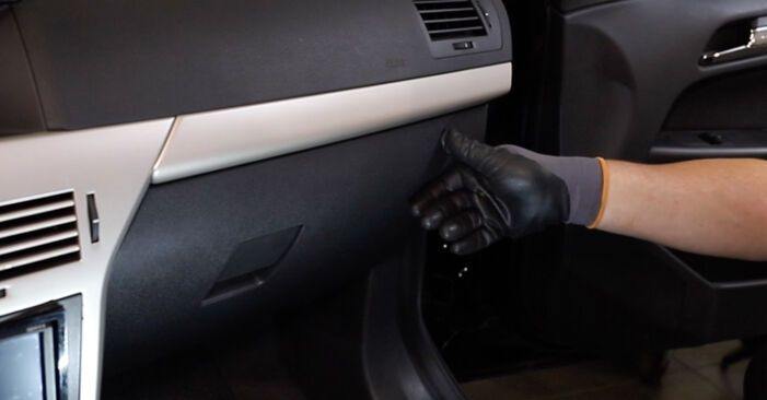 Wechseln Innenraumfilter am OPEL Astra H Limousine (A04) 1.8 (L69) 2010 selber