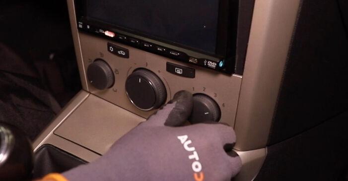 Innenraumfilter am OPEL Astra H Limousine (A04) 1.4 (L69) 2012 wechseln – Laden Sie sich PDF-Handbücher und Videoanleitungen herunter