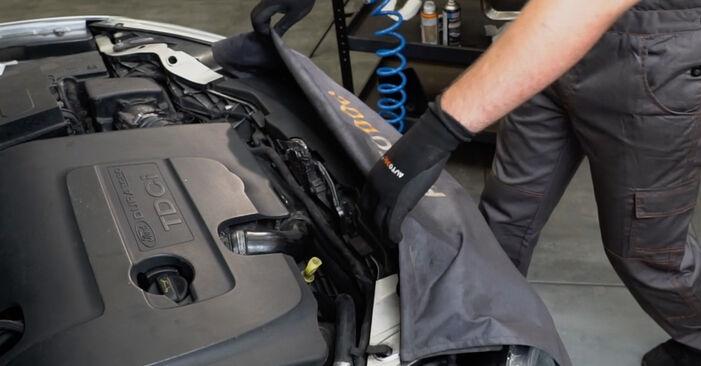 Tausch Tutorial Ansaugschlauch, Luftfilter am FORD Focus II Limousine (DB_, FCH, DH) 2017 wechselt - Tipps und Tricks