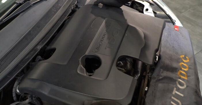 Ansaugschlauch, Luftfilter Ford Focus mk2 Limousine 1.6 2007 wechseln: Kostenlose Reparaturhandbücher