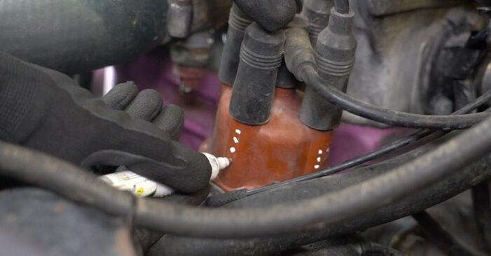 VW GOLF II (19E, 1G1) 1.8 1985 Rotor rozdělovače výměna: bezplatné návody z naší dílny