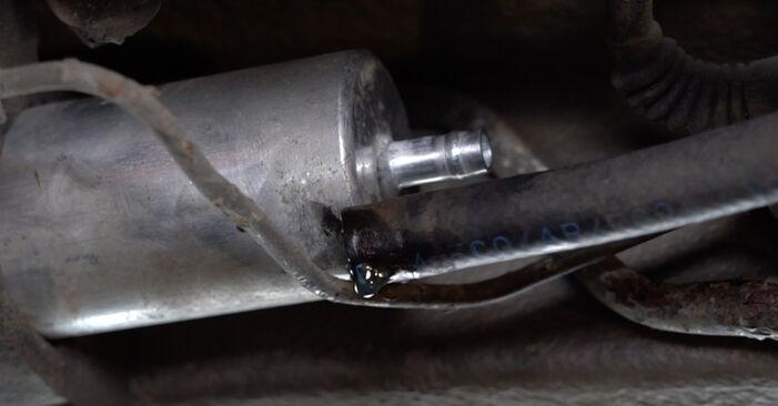 Kraftstoffpumpe beim BMW 5 SERIES 525tds 2.5 2003 selber erneuern - DIY-Manual