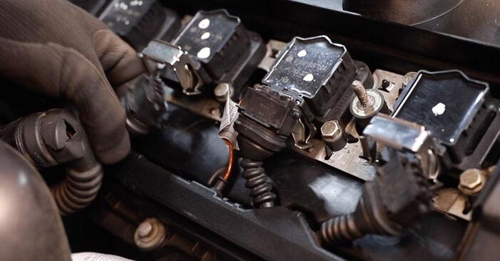 Austauschen Anleitung Ventildeckeldichtung am BMW E36 1991 320i 2.0 selbst