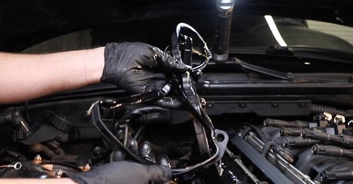 Ventildeckeldichtung am BMW 3 Limousine (E36) 328i 2.8 1995 wechseln – Laden Sie sich PDF-Handbücher und Videoanleitungen herunter