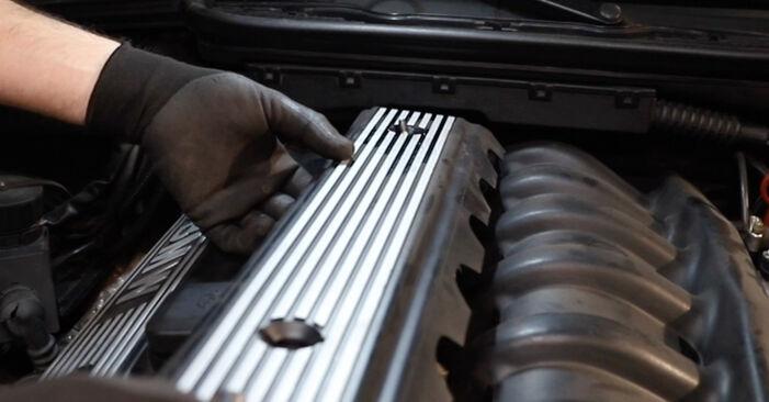 Wechseln Ventildeckeldichtung am BMW 3 Limousine (E36) 316i 1.6 1993 selber