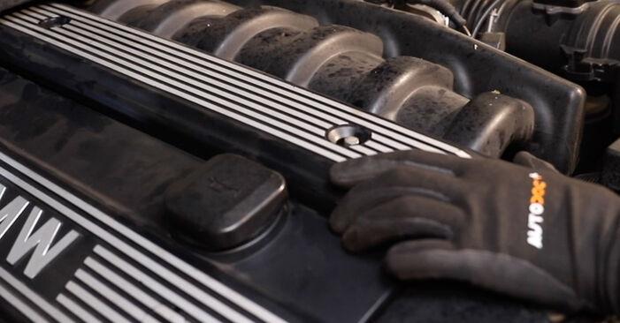 Tausch Tutorial Ventildeckeldichtung am BMW 3 Limousine (E36) 1993 wechselt - Tipps und Tricks