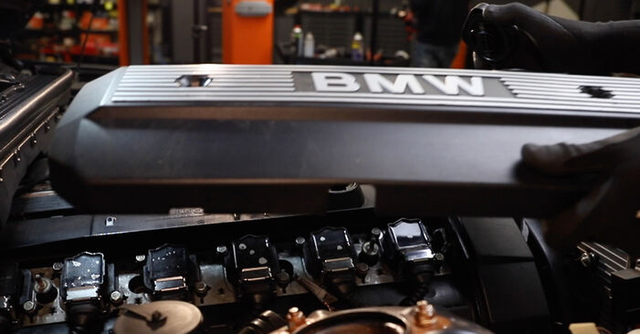 Ventildeckeldichtung beim BMW 3 SERIES 318tds 1.7 1997 selber erneuern - DIY-Manual