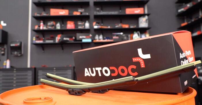 Jak vyměnit List stěrače na BMW E92 2005 - bezplatné PDF a video návody