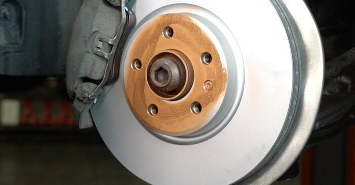 Ar sudėtinga pasidaryti pačiam: Audi A4 B8 Sedanas 1.8 TFSI 2013 Amortizatorius keitimas - atsisiųskite iliustruotą instrukciją