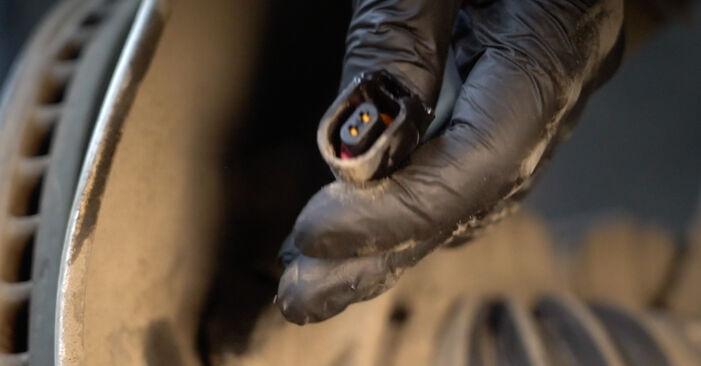 Audi A4 B8 Sedanas 2008 2.0 TDI Amortizatorius keitimas savarankiškai