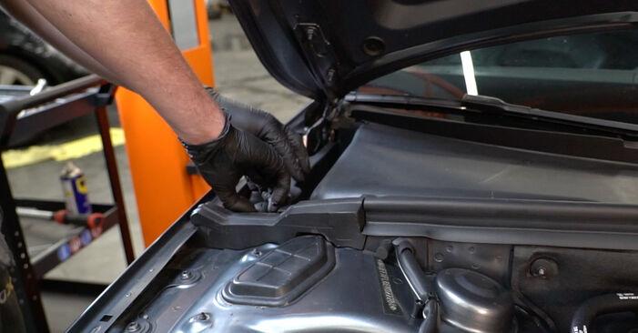 Audi A4 B8 Sedanas 1.8 TFSI 2009 Amortizatorius keitimas: nemokamos remonto instrukcijos