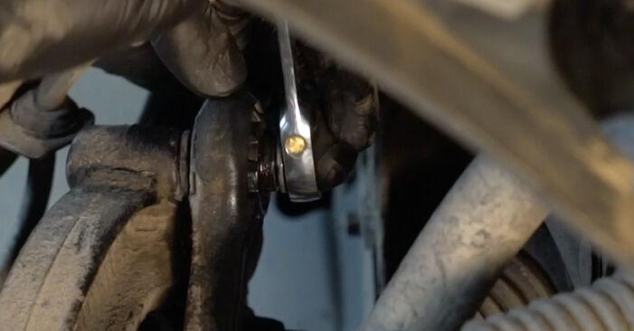 Wie schwer ist es, selbst zu reparieren: Koppelstange Audi A4 B8 1.8 TFSI 2013 Tausch - Downloaden Sie sich illustrierte Anleitungen