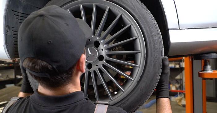 Wie schwer ist es, selbst zu reparieren: Verschleißanzeige Bremsbeläge Mercedes W211 E 320 CDI 3.0 (211.022) 2008 Tausch - Downloaden Sie sich illustrierte Anleitungen