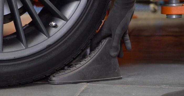 MERCEDES-BENZ E-CLASS E 240 2.6 (211.061) Verschleißanzeige Bremsbeläge ausbauen: Anweisungen und Video-Tutorials online