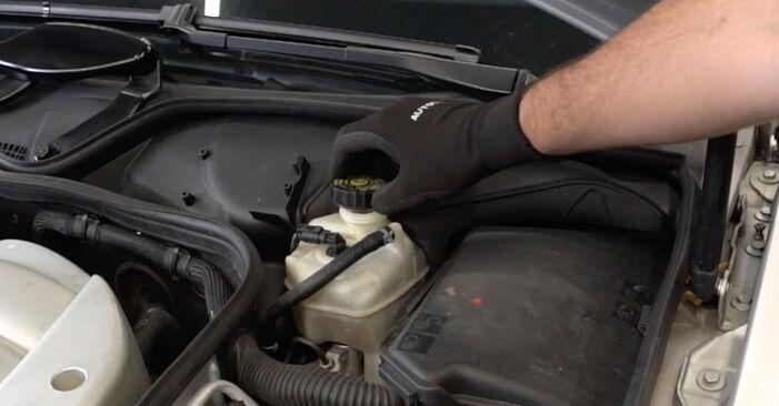 Verschleißanzeige Bremsbeläge Mercedes W211 E 320 CDI 3.2 (211.026) 2004 wechseln: Kostenlose Reparaturhandbücher